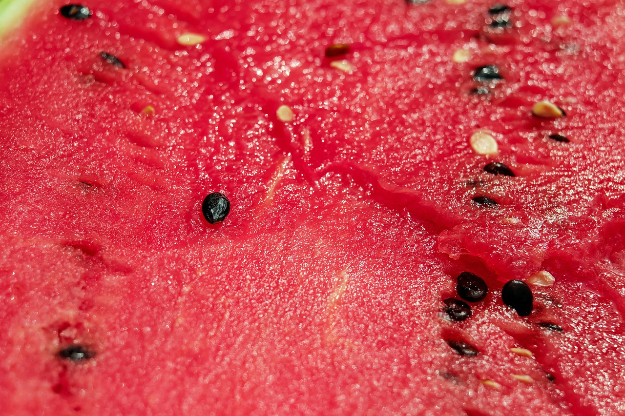 Key Differences Between Watermelon and Citrus Fruits